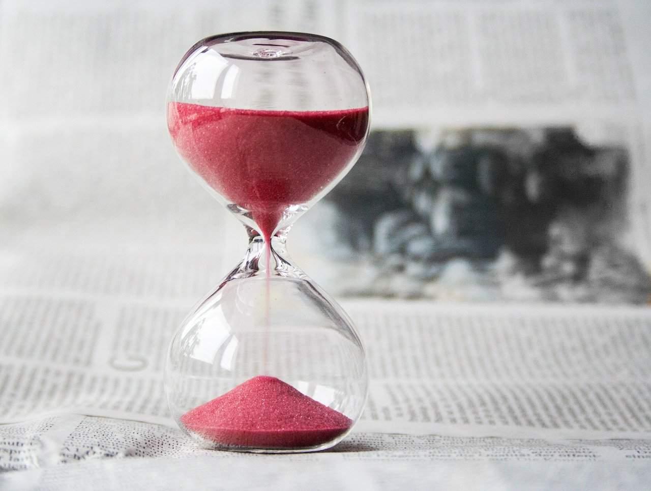 שעון חול ורוד