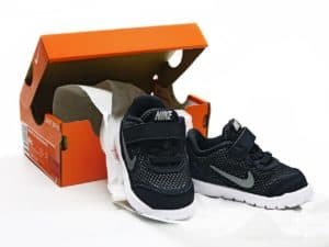 קופסת נעליים ונעליים