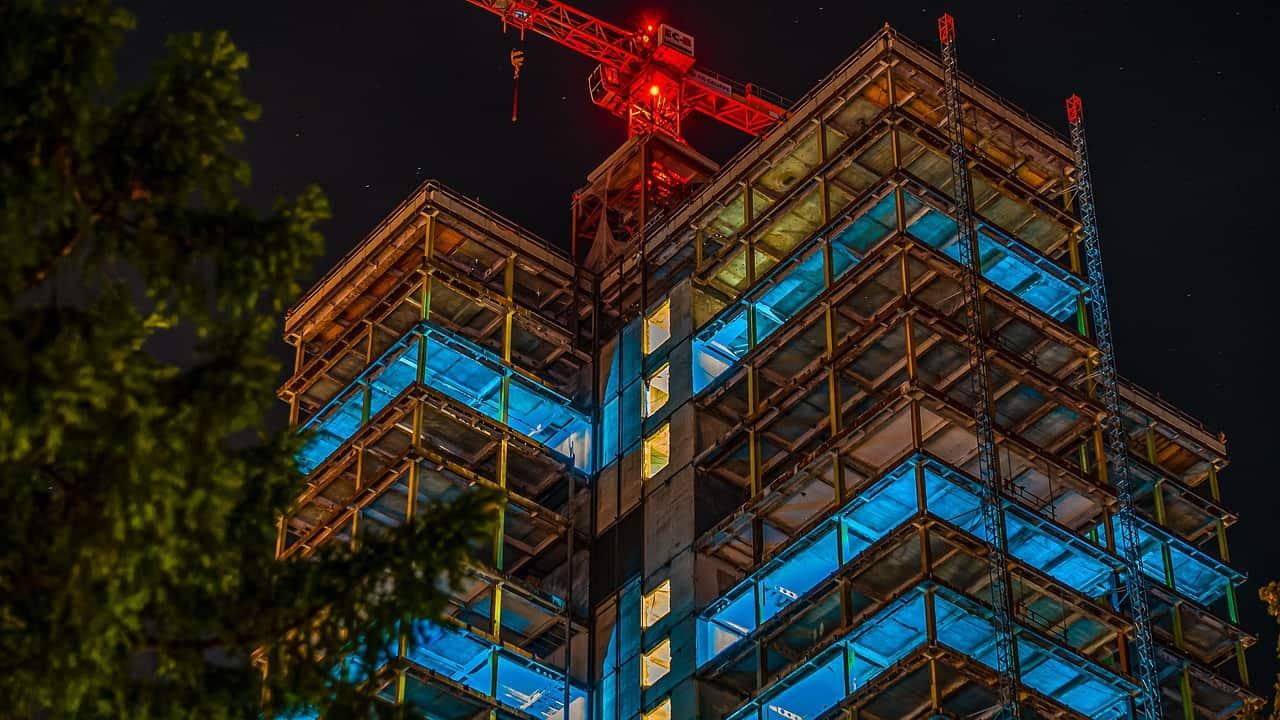 מגדל בבנייה